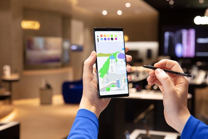 Galaxy Note 10 có thể trang bị màn hình lớn hơn iPhone Xs Max