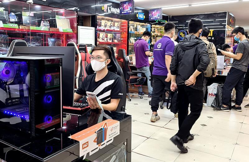 Phụ kiện máy tính tăng giá, 'cháy hàng' vì Covid-19